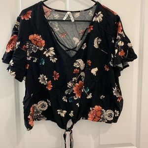 Mudd | Cropped cage front floral top